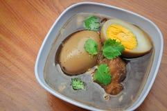 Eieren met Kruiden Royalty-vrije Stock Afbeeldingen