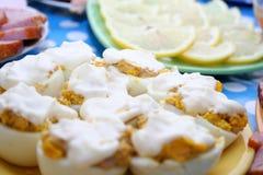 Eieren onder mayonaise Stock Afbeeldingen