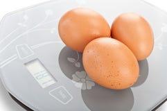 Eieren op de schaal. Stock Afbeelding