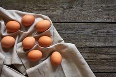 Eieren op de uitstekende lijst Royalty-vrije Stock Foto