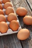 Eieren op een houten achtergrond Stock Foto