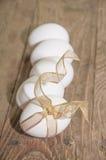 eieren op een houten achtergrond Royalty-vrije Stock Foto's
