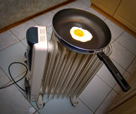 Eieren op een pan Royalty-vrije Stock Afbeeldingen