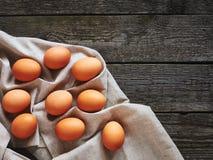 Eieren op een uitstekende lijst Royalty-vrije Stock Afbeeldingen
