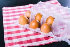 Eieren op tafelkleed Royalty-vrije Stock Fotografie