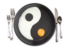 Eieren yIn-Yang in een pan Royalty-vrije Stock Afbeeldingen