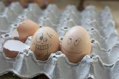 2 eierenbel die geschokt kijkt Stock Afbeelding
