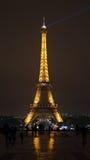 Eifel Kontrollturm nachts Lizenzfreie Stockbilder