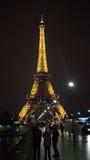 Eifel torn på natten Arkivfoto