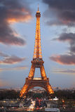 eiffel aftonfrance paris torn Royaltyfria Foton