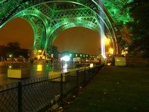 Eiffel bij nacht. Stock Afbeelding