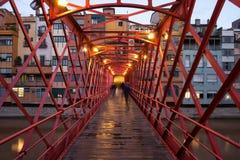 Eiffel-Brücke in Girona am Abend Stockfoto