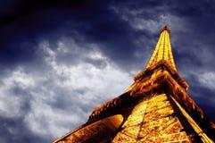 eiffel exponerade tornet för nattskyen Royaltyfri Fotografi