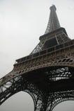 Eiffel im Winkel Lizenzfreie Stockfotos