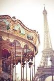 Eiffel och karusell fotografering för bildbyråer
