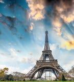 eiffel paris torn Sikt på solnedgången Fotografering för Bildbyråer