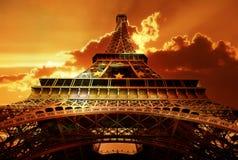 eiffel solnedgångtorn royaltyfria bilder