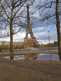Eiffel står hög 1 royaltyfri fotografi