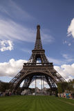 Eiffel står hög Royaltyfri Bild