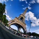 Eiffel står hög i Paris Royaltyfri Bild