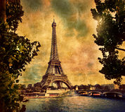 Eiffel står hög i Paris, Fance i retro utformar. arkivbilder