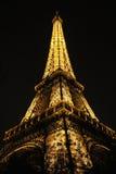 Eiffel står hög, Paris Frankrike Arkivbilder