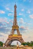 Eiffel torn på aftonen Arkivfoto