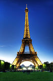 Eiffel torn på natten Arkivbilder
