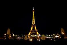 Eiffel torn på natten Fotografering för Bildbyråer