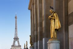 Eiffel tour and statues of Trocadero Stock Images