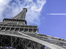 The eiffel tower from bottomview Royalty Free Stock Photography