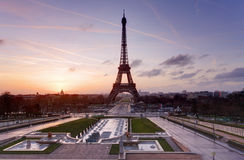 Eiffel Tower and fountain at Jardins du Trocadero at sunset, Par Royalty Free Stock Photography