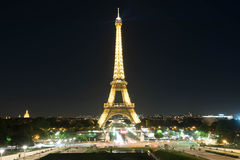 Eiffel Tower at night from jardins du trocadero Stock Images