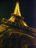 Eiffel tower at night Royalty Free Stock Photos