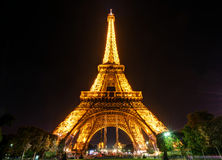 The Eiffel tower at night in Paris Royalty Free Stock Photos