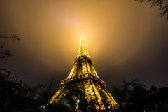 Eiffel tower at night in Paris Royalty Free Stock Images