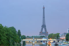 Eiffel tower, night time, summ Royalty Free Stock Photos