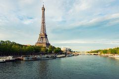 Eiffel tower in Paris from the river Seine in spring season. Par Royalty Free Stock Image