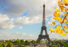 Eiffel turnerar och från Trocadero, Paris Royaltyfri Bild