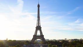 Eiffel turnerar och från Trocadero, Paris arkivfilmer