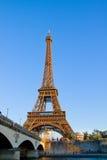 Eiffel turnerar och Seine, Frankrike Fotografering för Bildbyråer