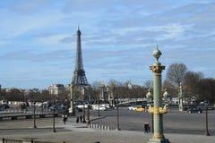 Eiffelen står hög i Paris Frankrike Royaltyfri Foto