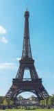 Eiffeltorn - den Paris Frankrike staden går loppforsen Arkivbild
