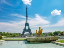 Eiffeltorn från den Trocadero fyrkanten i Paris Royaltyfria Foton