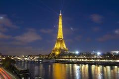 Eiffeltorn i afton, Paris, Frankrike Royaltyfri Foto