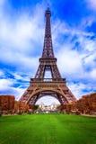 Eiffeltorn i höstsäsong Arkivfoto