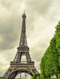 Eiffeltorn i Paris, Frankrike, med en effekt av gammalt postcar Royaltyfri Foto