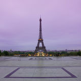 Eiffeltorn i soluppgång på Trocadero, Paris Arkivbild