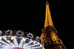 Eiffeltorn och gunga Arkivfoto