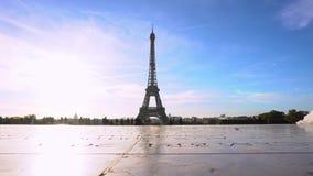 Eiffeltorn- och Paris cityscape arkivfilmer